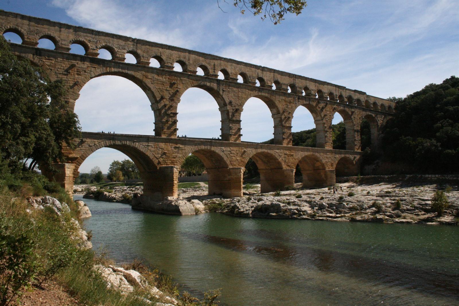 Arles bezienswaardigheden - Pont royal en provence office du tourisme ...