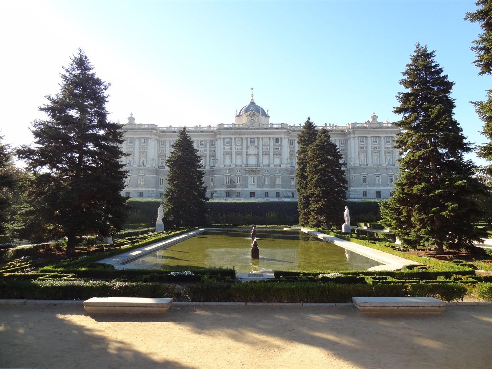 Ontdek het palacio real van madrid for Hotel jardines sabatini