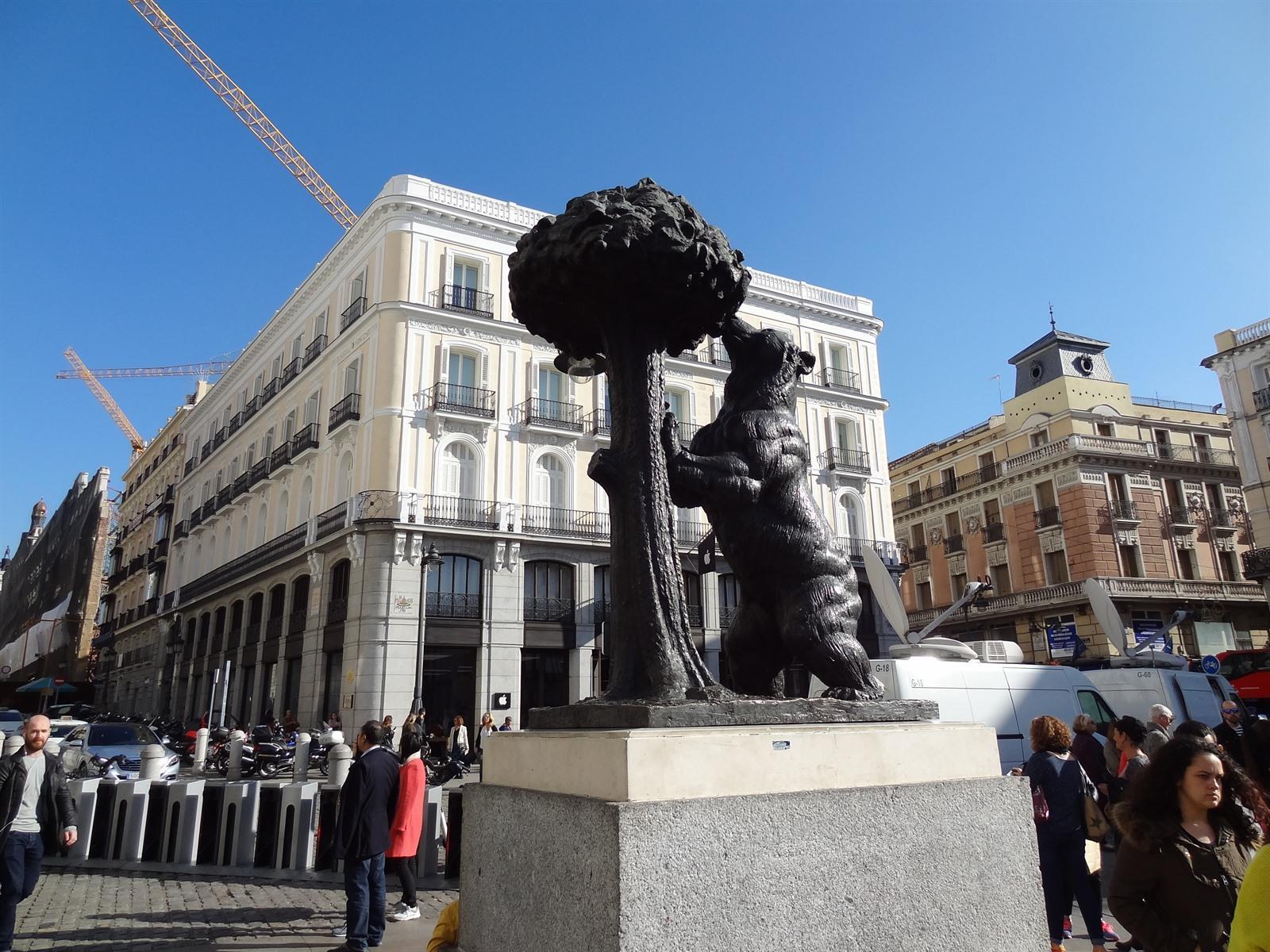 Ontdek in madrid puerta del sol en bezienswaardigheden for Puerta del sol online