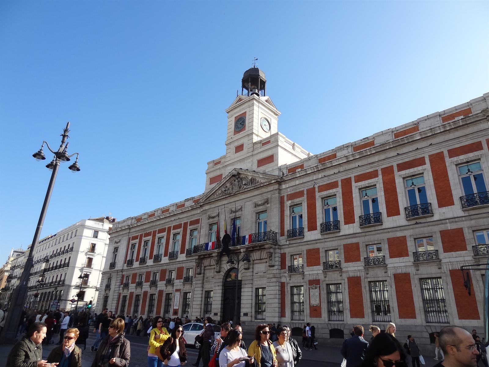 Ontdek in madrid puerta del sol en bezienswaardigheden for Puerta del sol